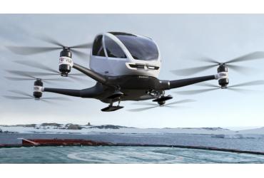 Dubai, 'drone taxi' con passeggero: in volo a 100 km/h Dubai, 'drone taxi' con passeggero: in volo a 100 km/h EHang 184